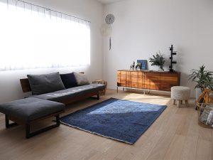ソファを置いた部屋の様子