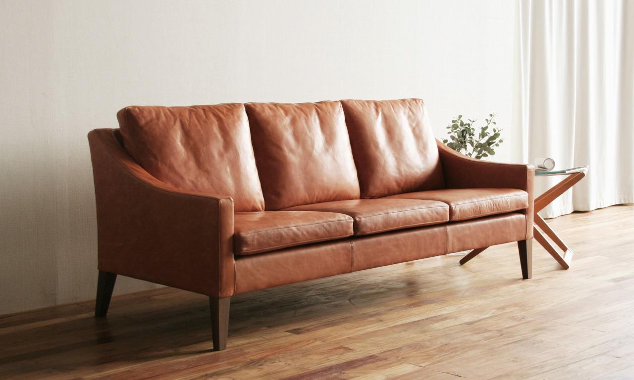 ボー・デコールの家具は革のソファが豊富です