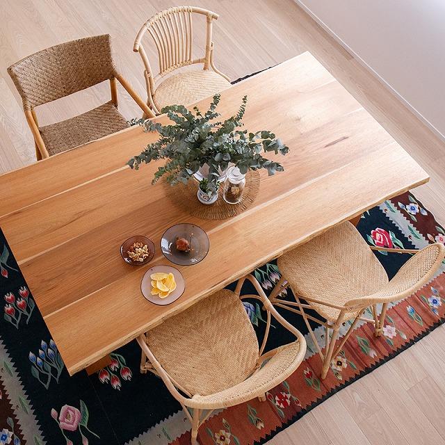 新潟市の家具店ボー・デコールでは、国産材のダイニングテーブルを取り扱っております