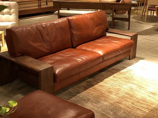 革張りのソファも家具店ボー・デコールのイベントで座って頂けます