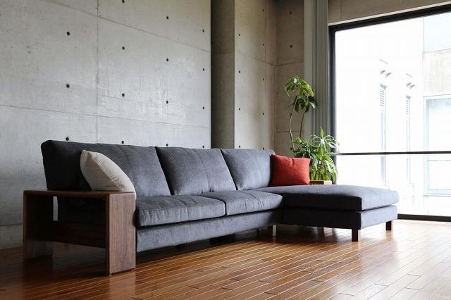 革張りソファには珍しいカウチソファです