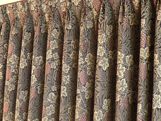 新潟市のインテリアショップボー・デコールでは、ラーモというウィリアムモリスのカーテンを扱っております