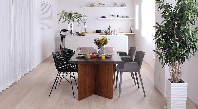 レジン&ウォールナット材の一枚板テーブル