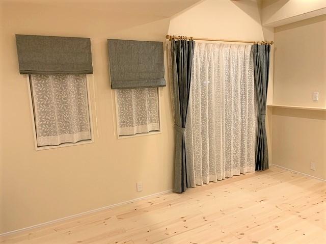 自然素材のご新居にリネンカーテンを納品いたしました