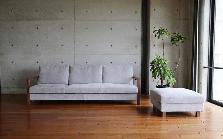 コーディロイ生地のグレーの生地のソファ