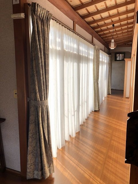 新潟市秋葉区で広縁にレースカーテンの掛替を致しました