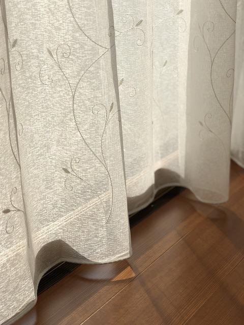 ツタ柄のレースカーテンを新潟市秋葉区の日本家屋の広縁で掛替させて頂きました。