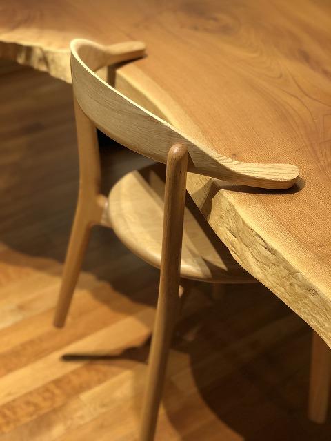 無垢材のレッドオーク材の植物オイル仕上げの椅子です
