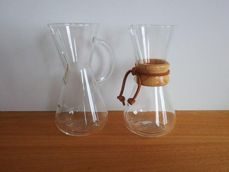 持ち手がガラス製と木製の2種類ございます。