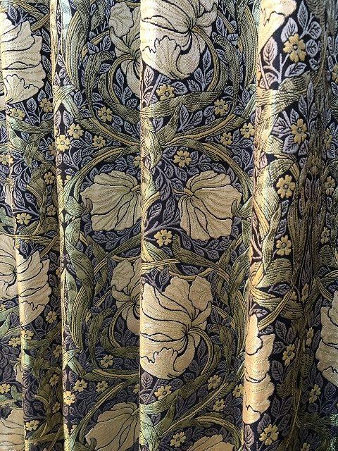 ウィリアムモリスのピンパーネルのカーテンです