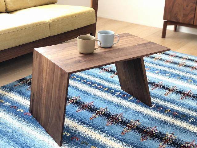 ウォールナット材のリビングテーブルです